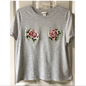 H&M Short Sleeve Gray t-shirt with flower …